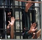 Заключенные колонии зашили себе рты