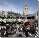 Крышу Вестминстерского аббатства оккупировали демонстранты