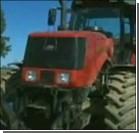 В Беларуси изобрели трактор с прицелом. Видео