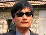 Пекин пообещал помочь слепому диссиденту уехать в США