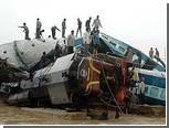 В Индии пассажирский поезд врезался в товарный состав