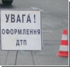 В Запорожье автомобиль снес остановку: пострадали пять человек