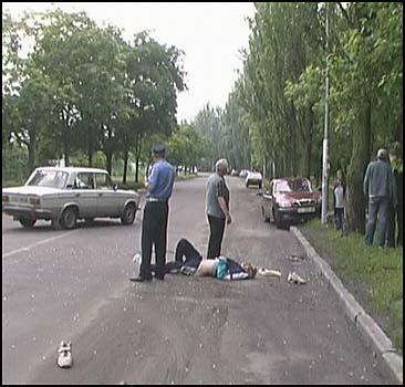 Киевлянин бросился под колеса авто. ФОТО