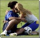 Рональдиньо чуть не изнасиловала фанатка. ФОТО