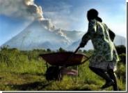 Индонезийские власти эвакуируют жителей в ожидании извержения вулкана