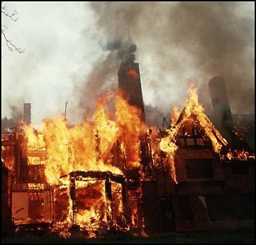 Индийская семья сожжена заживо в собственном доме