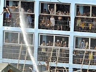 На Филиппинах 11 заключенных сбежали из тюрьмы, убив 2 охранников
