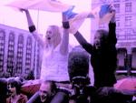 """Фанаты мокли на Майдане, а в Крыму по радио крутили """"Аргентина-Ямайка"""" (ФОТО)"""
