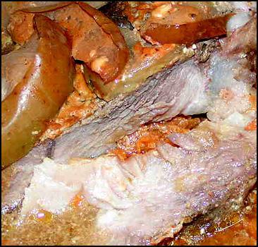 Киевлян заставили есть некачественное мясо