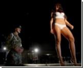 Колумбийские модели ланжери посетили военную базу