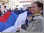 В Москве резко подорожали российские флаги