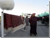 Туркменские пенсионеры торгуют очередью на подключение к интернету