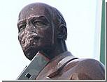 Украинские националисты разбили памятник Ленину в центре Киева