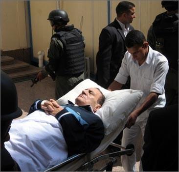У Мубарака вновь приступ, к нему пригласили родственников