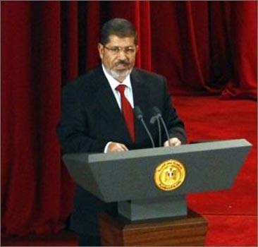 Избранный президент Египта Мурси принес присягу