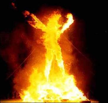Женщина сожгла себя на глазах у соседей