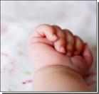 Младенец задушил себя, пока мать ненадолго отлучилась
