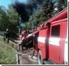 В Макеевке горит завод лако-красочных изделий. Фото