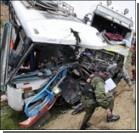 Автобус с 50 студентами упал в пропасть