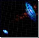 Две галактики соединились мостиком