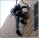 Рюкзак-пылесос, позволяющий ходить по стенам, заинтересовал военных. Фото, видео