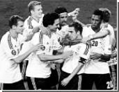 Немцы забили грекам четыре гола и вышли в полуфинал