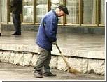 Василий Аксенов с Богданом Ступкой поработали уборщиками мусора на херсонесском пляже