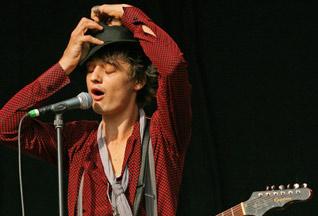 Певцу Питу Догерти предьявили обвинения в хранении наркотиков