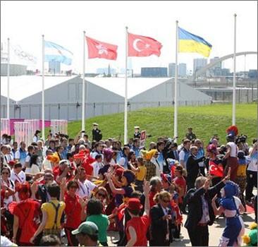 Флаг Украины подняли в Олимпийской деревне