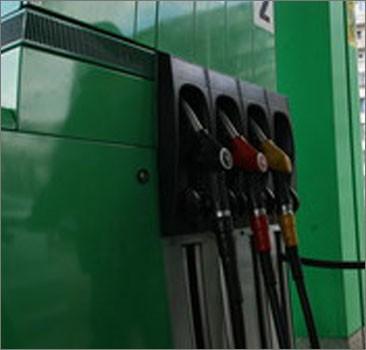 Мировые цены на нефть падают, бензин в Украине не дешевеет