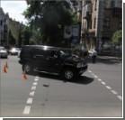 """В центре Киева """"Хаммер"""" сбил женщину с детьми. Фото"""