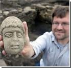 Британские археологи откопали голову божества. Фото