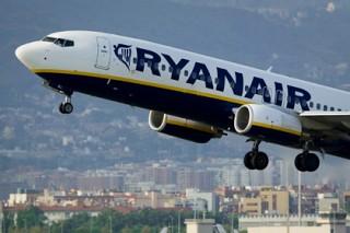 Пассажир Ryanair перепутал выход из самолета с дверью в туалет
