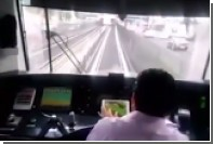 Пассажиры поезда метро застукали машиниста играющим на iPad