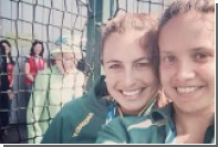 Елизавета II испортила селфи спортсменкам из Австралии