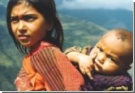 Десятки непальских женщин вышли в поля голышом