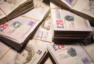 Мать-одиночка выиграла крупнейшую в Британии лотерею