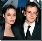 Джоли решила пригласить на свадьбу бывших мужей