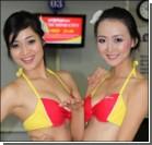 Стюардессы развлекают пассажиров танцами. ФОТО, видео