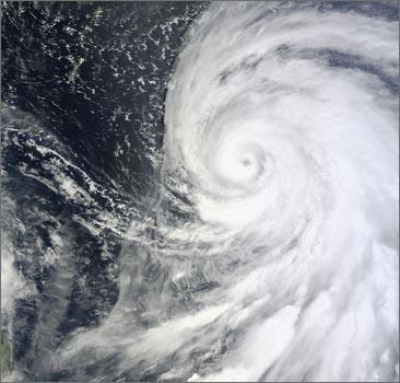 """К Японии приближается сильнейший за полвека тайфун """"Болавен"""""""