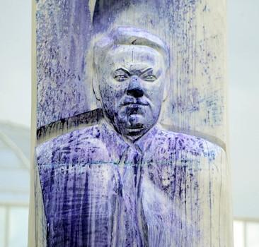 В России осквернили памятник Ельцину. Фото