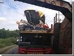 На востоке Англии автобусу мостом снесло крышу