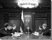 Медведев: Это ослабление авторитета нашей страны