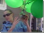 Над калифорнийским городом пролетела черепашка на воздушных шарах