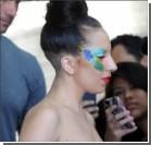Леди Гага чуть не потеряла платье. ФОТО