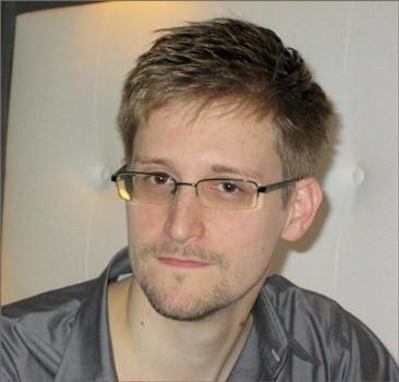 Сноуден получил регистрацию в России