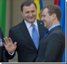 Азаров и Медведев не договорились о сборе на автомобили