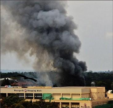 Операция в Найроби: боевики блокированы в отсеке ТЦ, здание горит. ФОТО