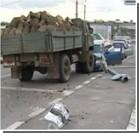 В Харькове грузовик без тормозов помял несколько машин
