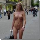 В Германии девушка ходит за покупками по городу абсолютно голой